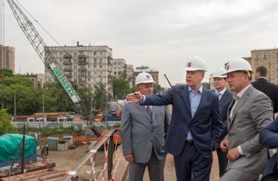 Мэр Москвы Сергей Собянин осмотрел ход работ по реконструкции Волоколамского путепровода, проходящего над путями Малого кольца МКЖД