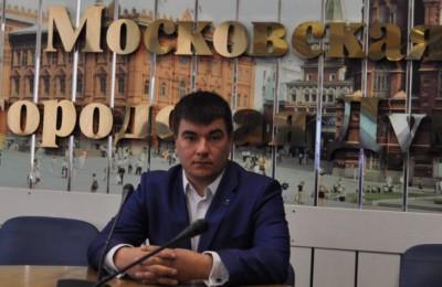 Куратор движения «Безопасная столица» в Южном округе Сергей Бахарев поддержал инициативу ужесточить контроль над нелегальной продажей алкоголя