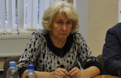 Депутат муниципального округа Нагатино-Садовники Валентина Карпова оценила состояние детских площадок на своем избирательном участке
