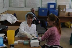 Для того, чтобы стать донором крови, необходимо пройти осмотр врача