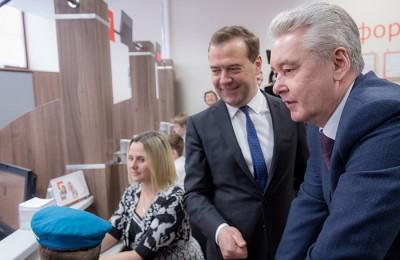 Мэр Москвы Сергей Собянин добавил, что открывшийся здесь недавно МФЦ «Мои документы» стал первым центром госуслуг на территории Новой Москвы