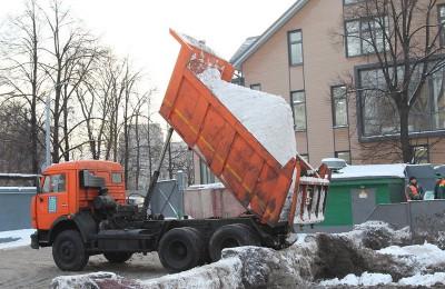 Уборку улиц в аномальных погодных условиях в Москве обсудили сегодня на заседании в городской думе