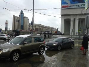 На фото движение в районе Серпуховской заставы