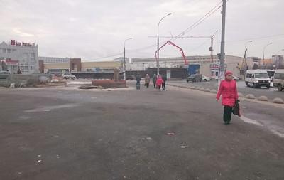 На месте снесенного торгового комплекса у станции метро Южная, Кировоградская улица