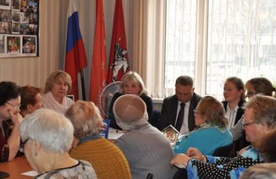 В ней приняли участие члены партии, муниципальные депутаты, пенсионеры и активные жители