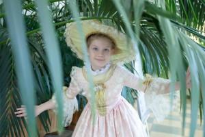 Сфотографироваться на память в костюмах 18 века теперь можно в Царицынских оранжереях