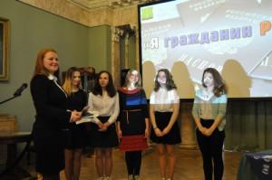 В здании Музея современной истории России, в зале Английского клуба, молодые люди получили свои главные документы от первых лиц района