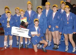На фото спортсмены из школы самбо в Нагатино-Садовниках