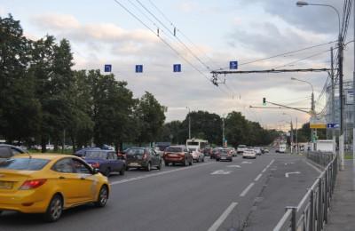 Автомобилистов начнут штрафовать за езду по тротуару на проспекте Андропова