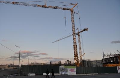 На фото строительство одного из спортивных объектов в ЮАО