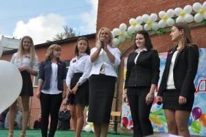 На фото ученики и директор школы №1375 в Нагатино-Садовниках