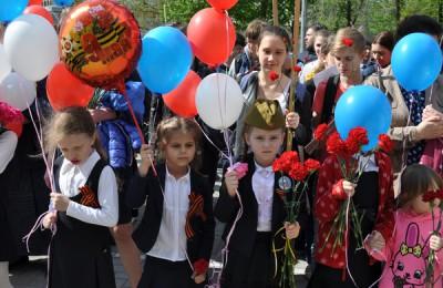 На Автозаводской площади у памятника ополченцам Пролетарского района прошёл митинг ко Дню Победы