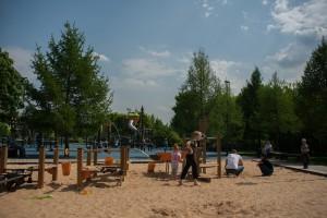 На фото детский городок в парке