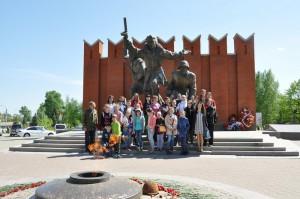 На фото участники конкурса на экскурсии