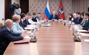 По словам Собянина, у властей Москвы есть возможность предоставить квартиры лицам с ОВЗ