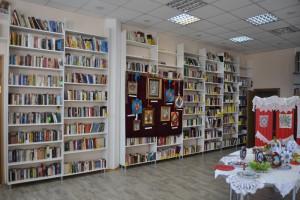 На фото читальный зал филиала библиотеки имени Льва Толстого