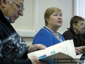 На фото посетители курсов компьютерной грамотности в ЮАО
