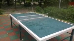 На фото стол для пинг-понга во дворе дома на Каширском шоссе