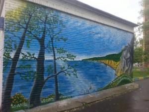 Пейзаж Байкальских берегов украсил стену одной из технических построек
