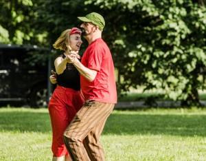 Гости парка с удовольствием участвуют в танцевальных мастер-классах