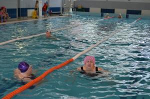 Плавание считается одним из наиболее эффективных оздоровительных средств для лиц старшего возраста