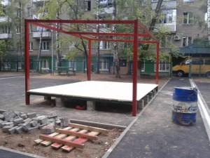 Подиум с навесной крышей будет использоваться для проведения различных мероприятий