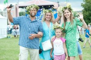 Жители Москвы в эту пятницу отпразднуют День семьи, любви и верности