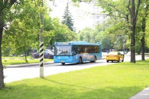 На фото один из автобусов в ЮАО