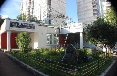 Фасад здания галереи в районе Нагатино-Садовники