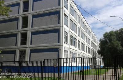 На фото школа №1375 в Нагатино-Садовниках