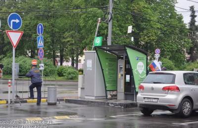 Стоянка под запрещающими знаками будет фиксироваться с помощью приложения «Помощник Москвы»