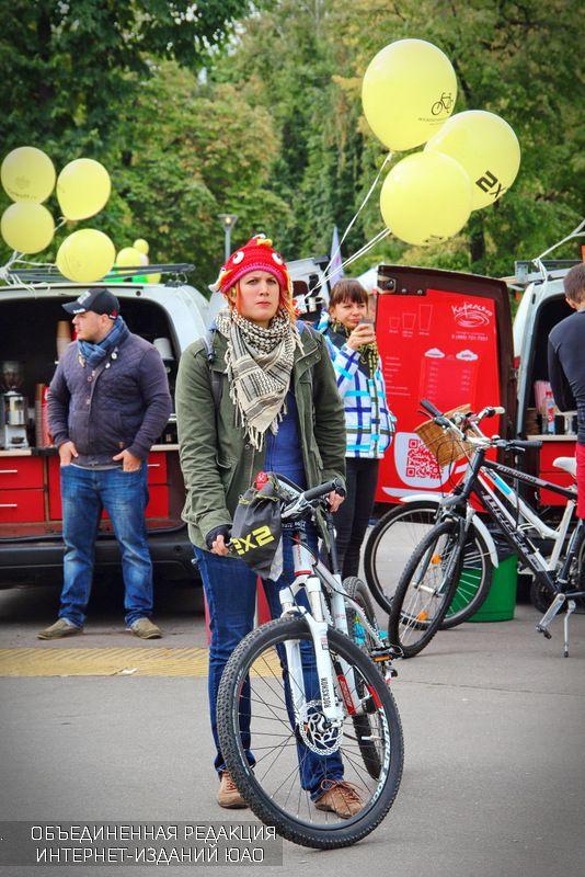 Несмотря на пасмурную погоду в велопараде участвовали около 15 тысяч человек