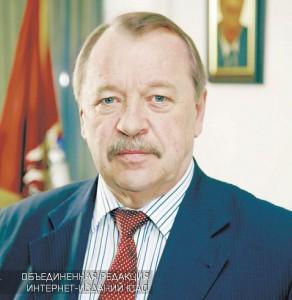 На фото Алексей Челышев