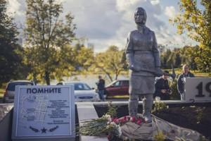 В районе Чертаново Центральное установили памятник женщинам-героям обороны Москвы