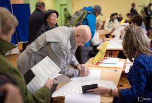 По данным Мосгоризбиркома, жители Москвы участвуют в выборах в Госдуму активнее, чем в выборах мэра