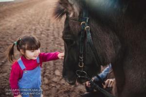 Малышей в 'Битце' учат управлять пони
