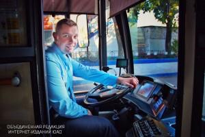 Водители общественного транспорта в одном из парков Южного округа продемонстрировали мастерство управления автобусом