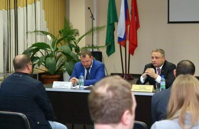 На фото Сергей Федоров на прошлой встрече с местными жителями