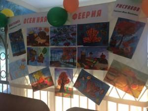 Юные воспитанники студии живописи изобразили на бумаге осенние пейзажи
