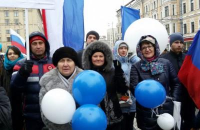 Парламентарии приняли участие в праздничном шествии