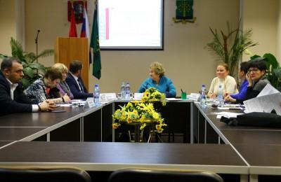 На фото заседание муниципальных депутатов