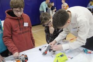 На фото соревнования по робототехнике