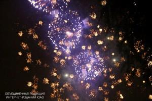 Новогодний фейерверк москвичи смогут увидеть на 30 городских площадках