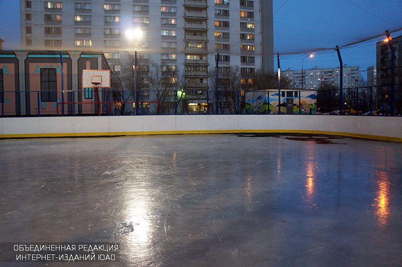 Жители Капотни смогут посещать районный каток сискусственным льдом до23.00