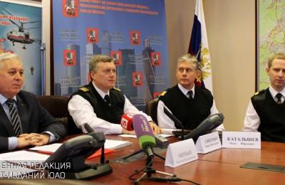 Директор Московского авиационного центра Кирилл Святенко (второй слева)