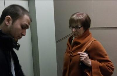 Людмила Кузьмина ознакомилась с ходом работ по замене лифтов
