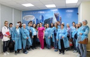 Посетители Дня открытых дверей в роддоме при больнице имени Юдина.