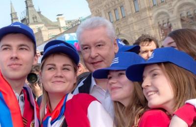 Собянин принял участие в праздничном шествии в центре Москвы