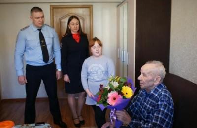 Полицейские в гостях у ветерана