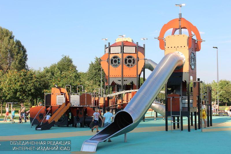 """Детская площадка в парке """"Садовники"""""""